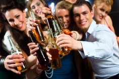young-people-in-clubdrinking-